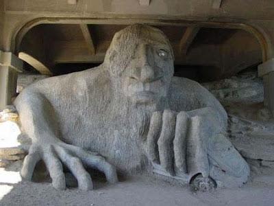 patung unik fremont troll