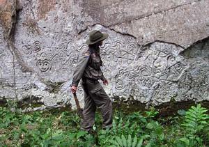 arqueologo y aventurero frances en machu picchu