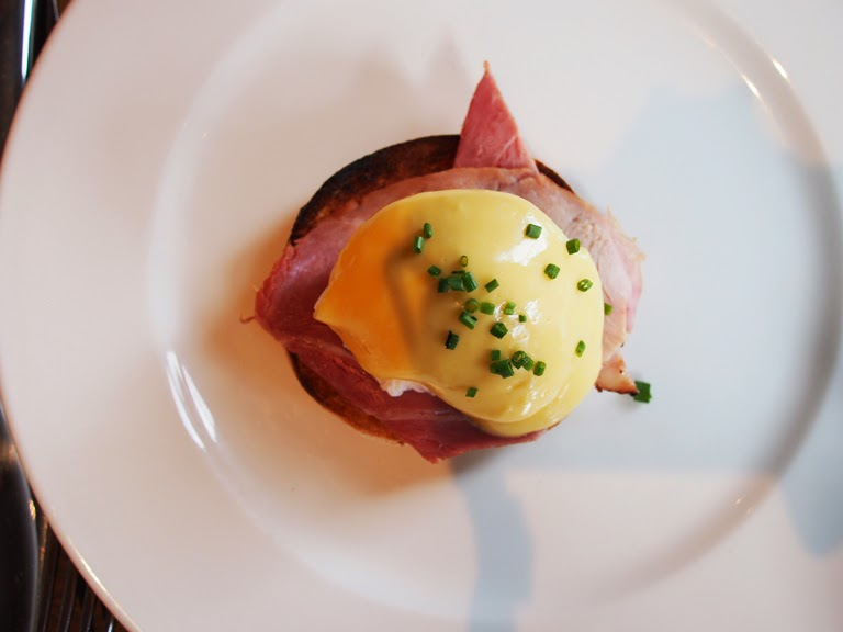 the botanist eggs benedict