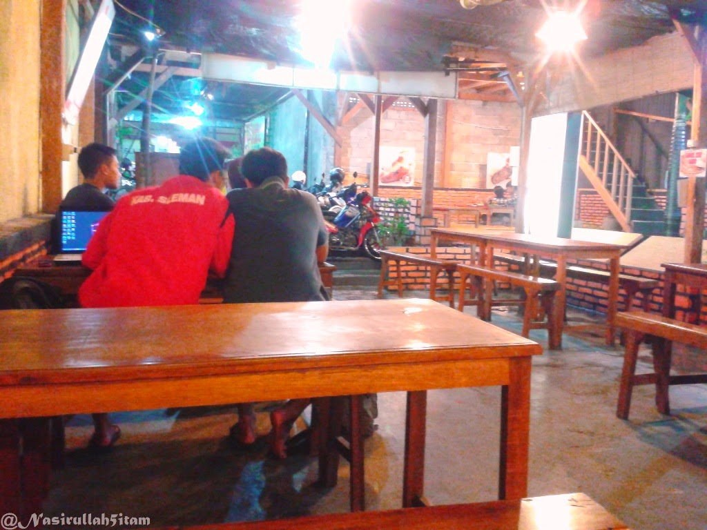Suasana di Angkringan Mbah Darso, Banguntapan