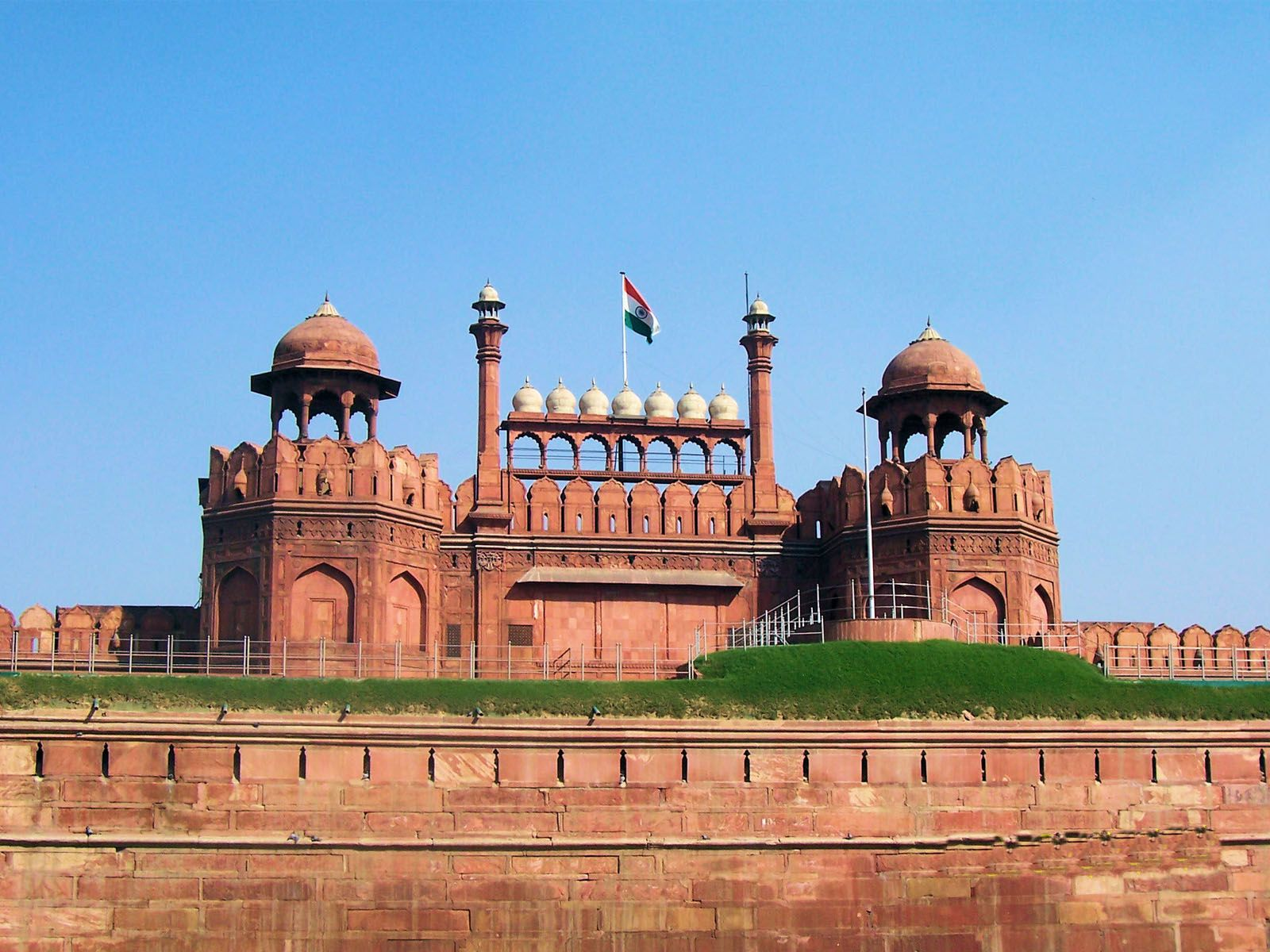Amazing world facts red fort new delhi india for Diwan name wallpaper