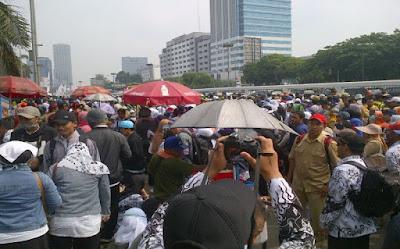 Para Guru Kecewa Jokowi Tak Hadiri HUT PGRI