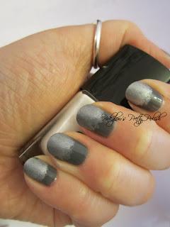 Silver-sparkle-sponge-nails-3