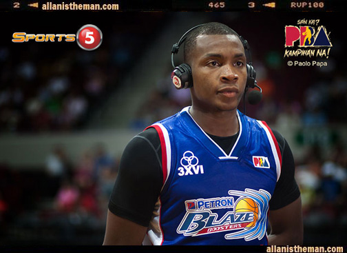 PBA: Elijah Millsap's 'Superman' dunk (VIDEO)