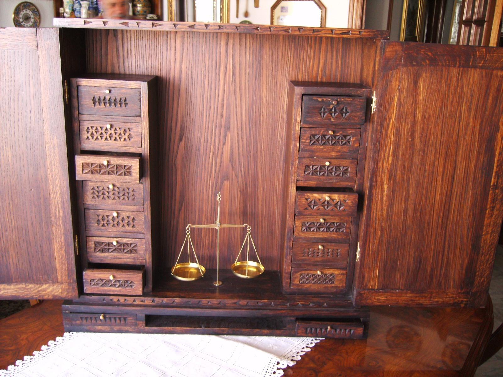 Muebles de oficios de ayer en madera