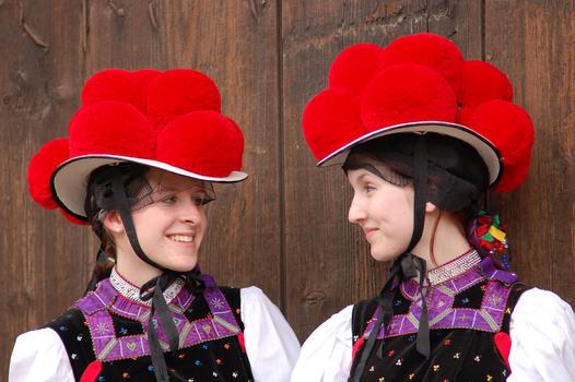 Os famosos chapéis Bollenhut: tradição da Floresta Negra