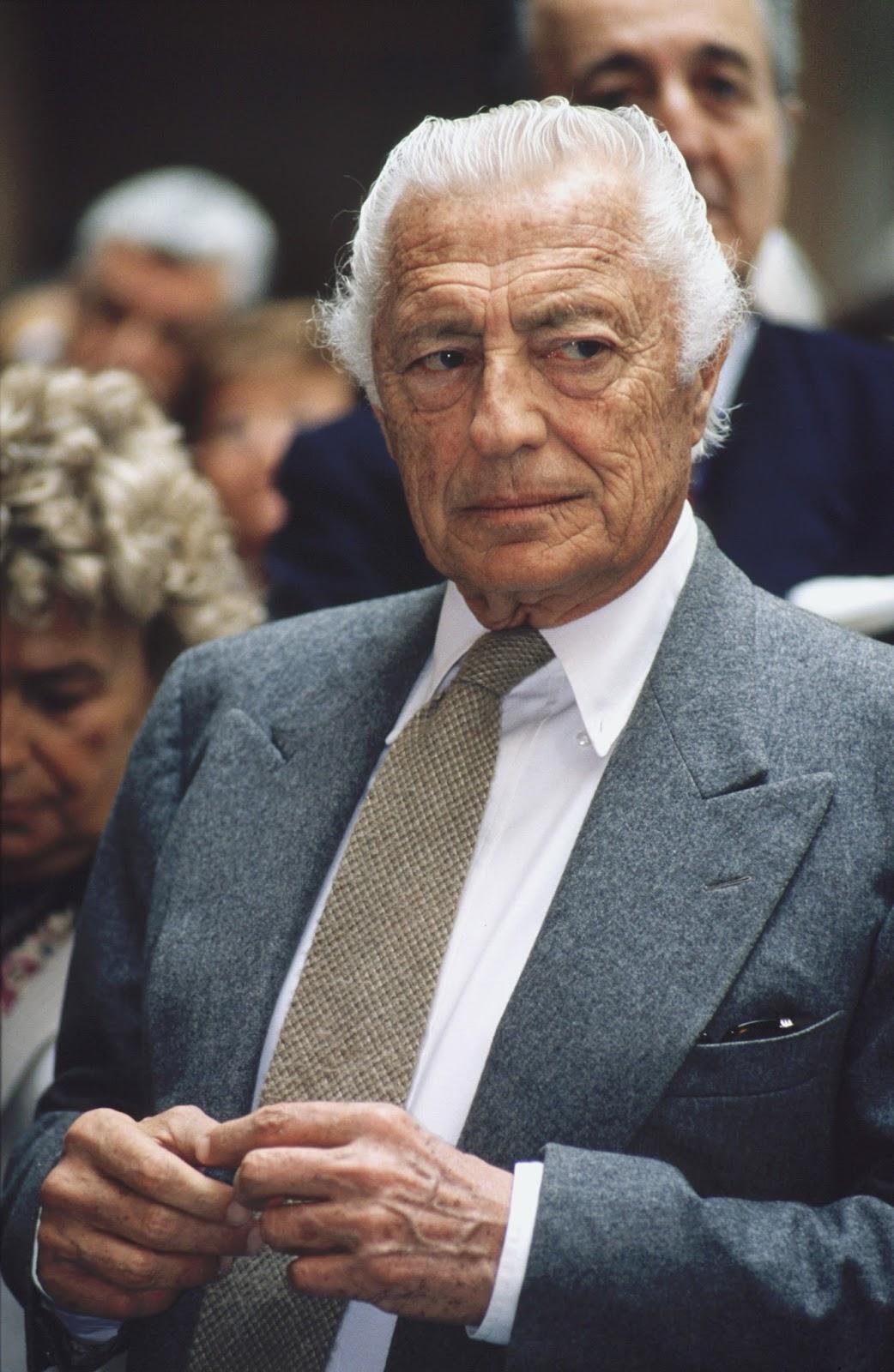 Gianni Agnelli we Flanelowym garniturze