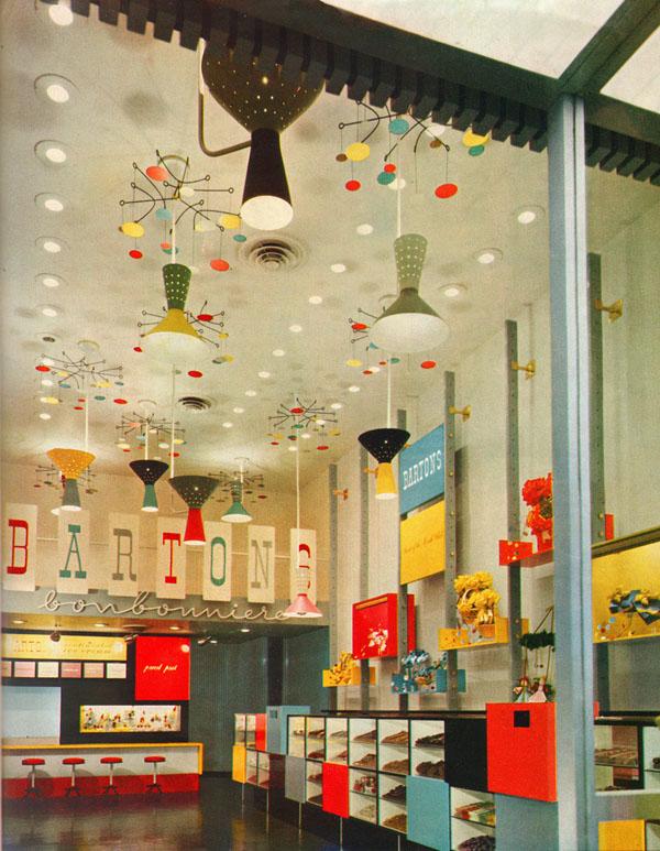 Farbenfrohe Ladenausstattung im 50er Jahre Design - Bartons Bonbonniere in New York