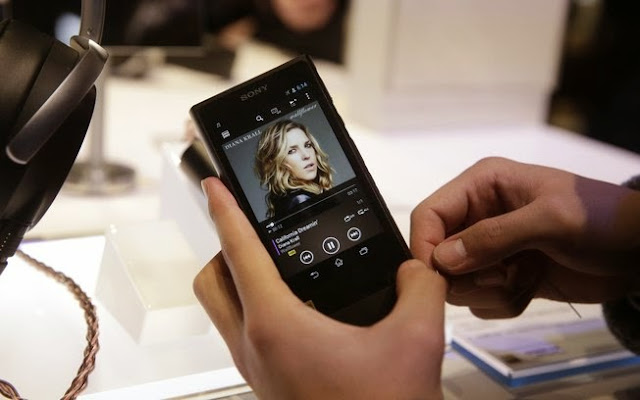Destaque da maior feira de eletrônicos do mundo Marca Walkman voltou com o novo player multimídia da Sony, o NW-ZX2