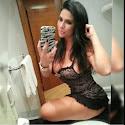 Solange Gomes adora posar com pouca roupa nas redes sociais.