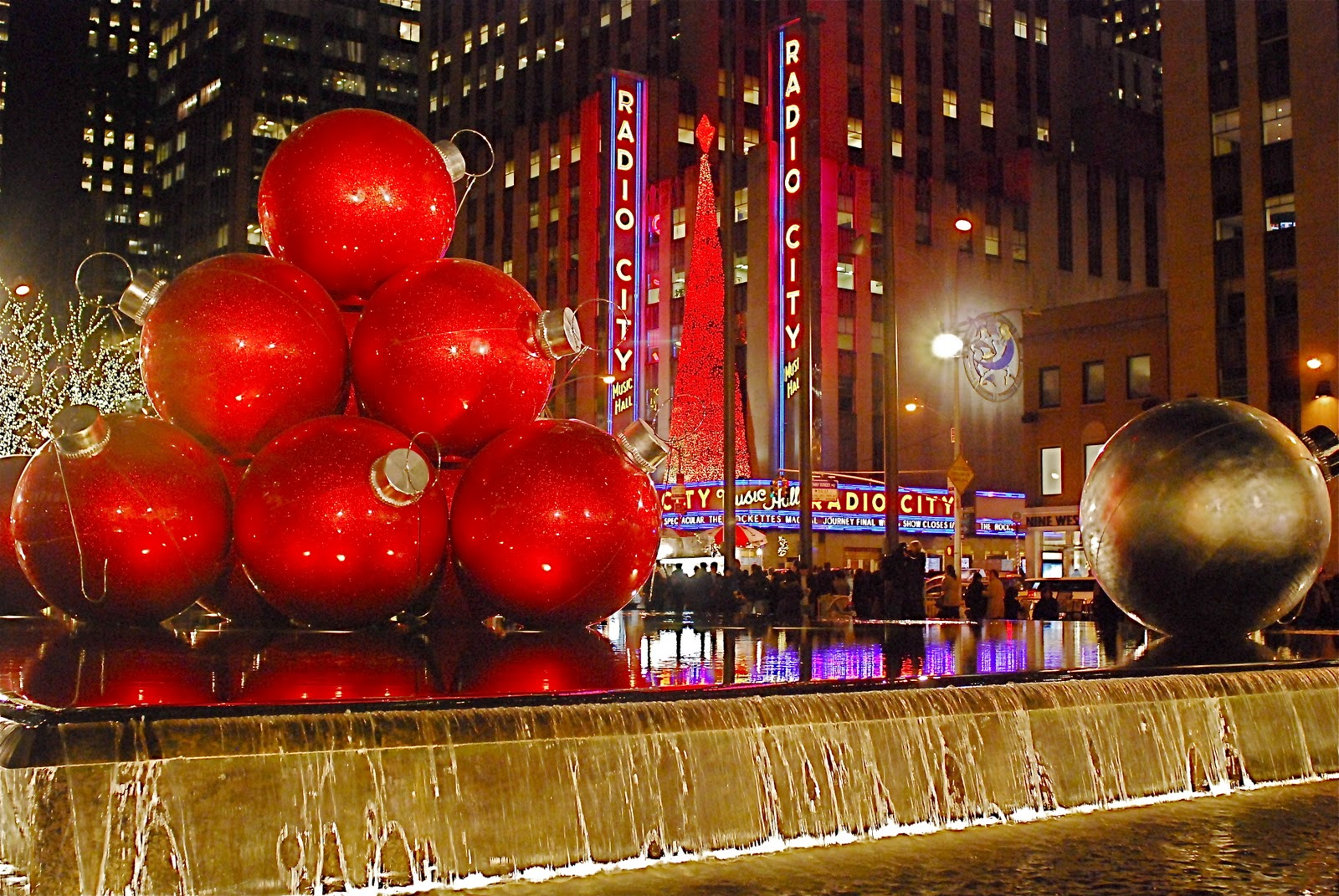 Nyc nyc giant christmas ornaments at 1251 sixth avenue for Large christmas decorations