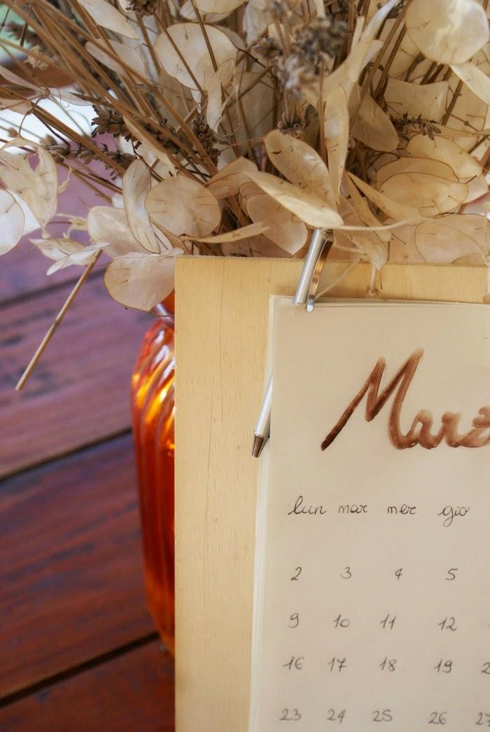 rustic diy calendar peg home