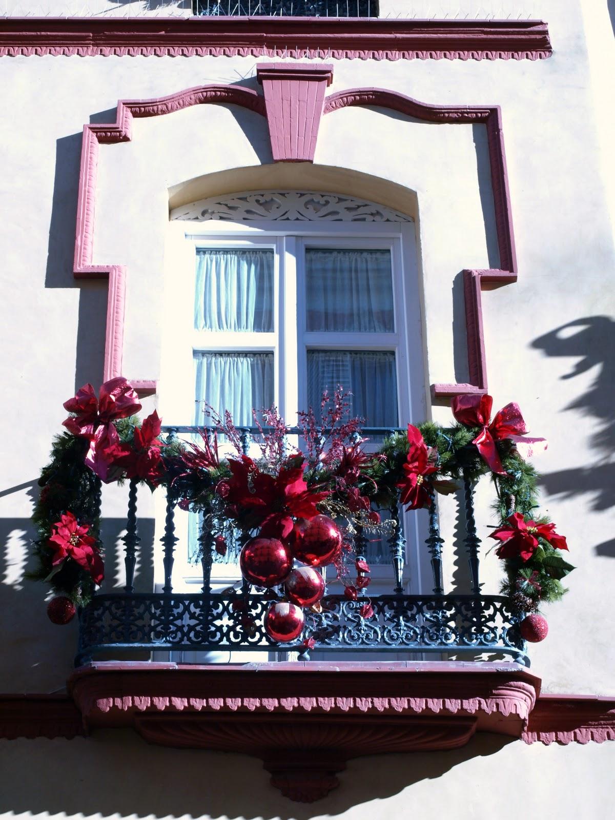 sevilla daily photo balcones de navidad