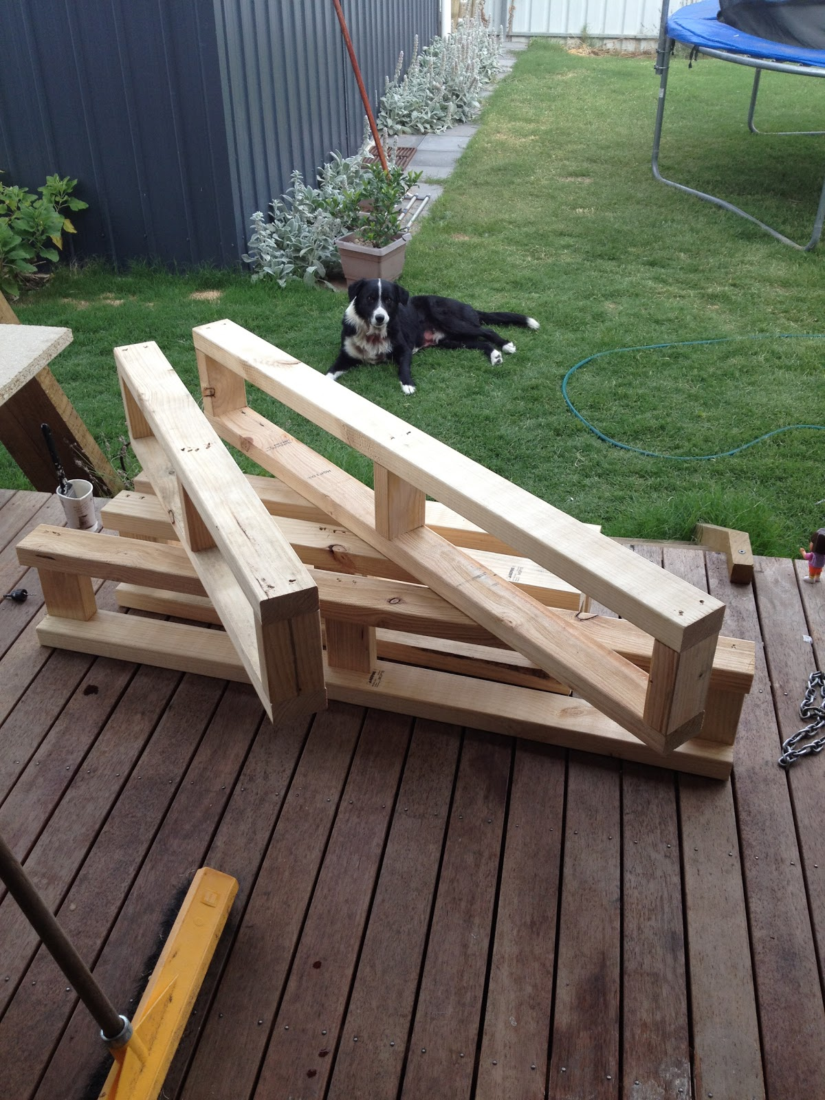 Daybed frame diy - We Used Pine 2x4 S And Made Frames To Suit Our Measurements 2 X For Each End And 3 X For The Remaining Ends And One To Go Through The Middle For Support