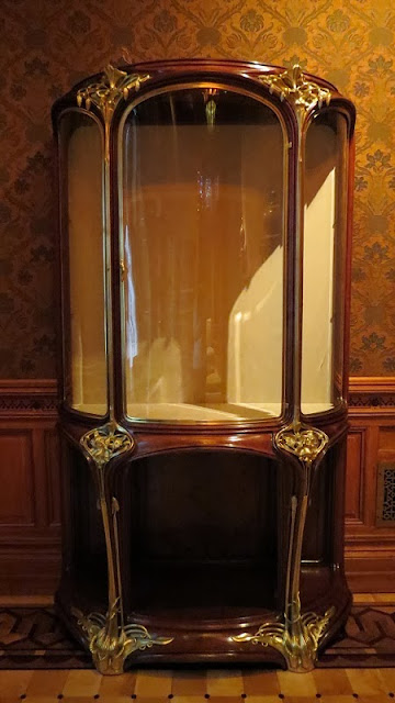 """Les Orchidées"" vitrine, early 20th century. Louis Majorelle (French, 1859–1926). Mahogany, glass, and brass."