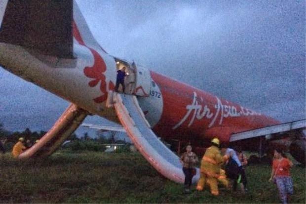 Gambar Pesawat AirAsia zest