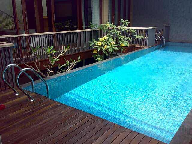 desain rumah ada kolam renang terbaik