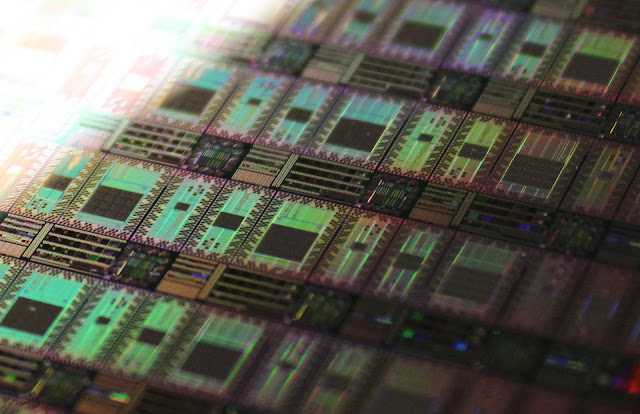 wafer of D-Wave Rainer core quantum processors