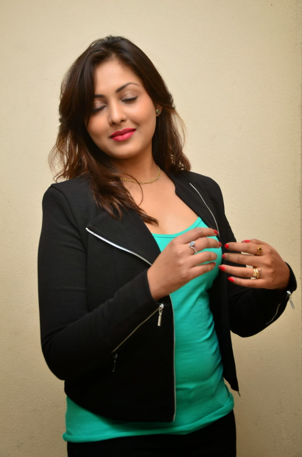 madhu shalini actress photo gallery
