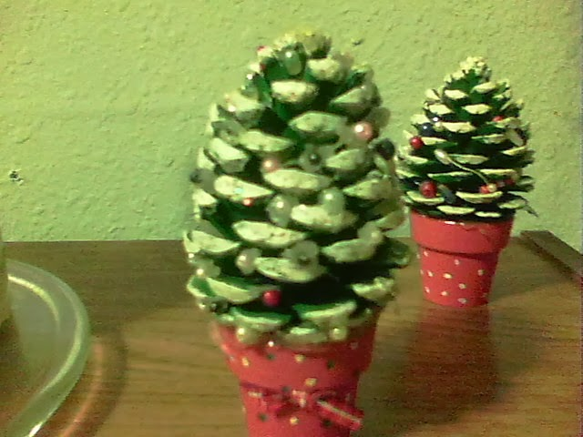 Dark thoughts pine cone christmas tree crafts for Pine cone christmas tree craft