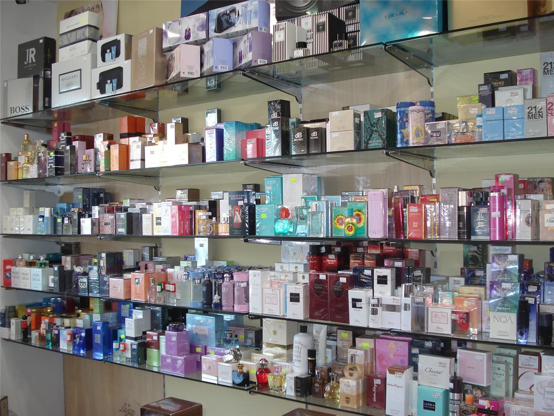 Profumerie a milazzo negozi cosmetici milazzo profumeria for Arredo profumeria