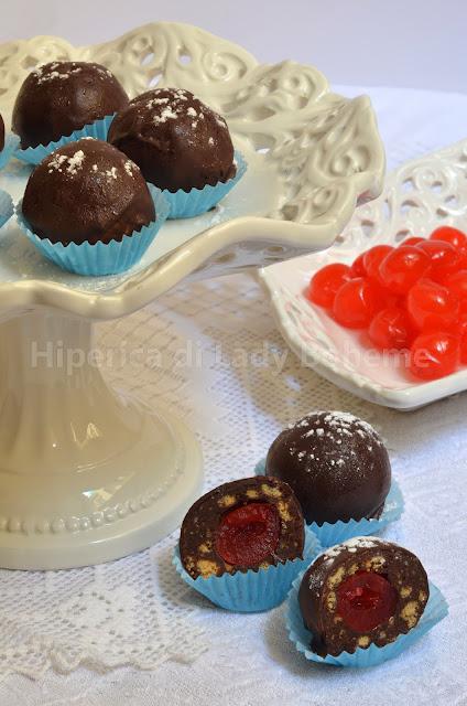 hiperica_lady_boheme_blog_di_cucina_ricette_gustose_facili_veloci_dolci_cioccolatini_ripieni_di_ciliegie_al_maraschino_1