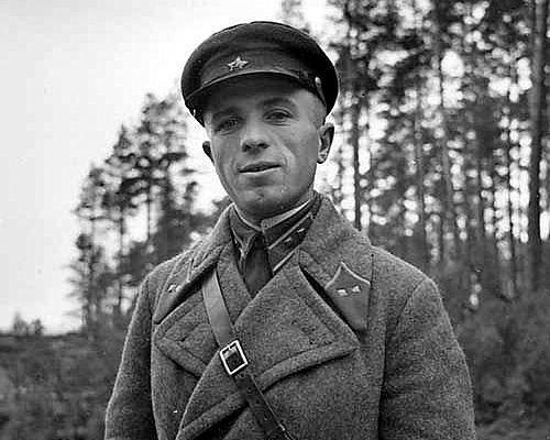 Советский офицер на демаркационной линии