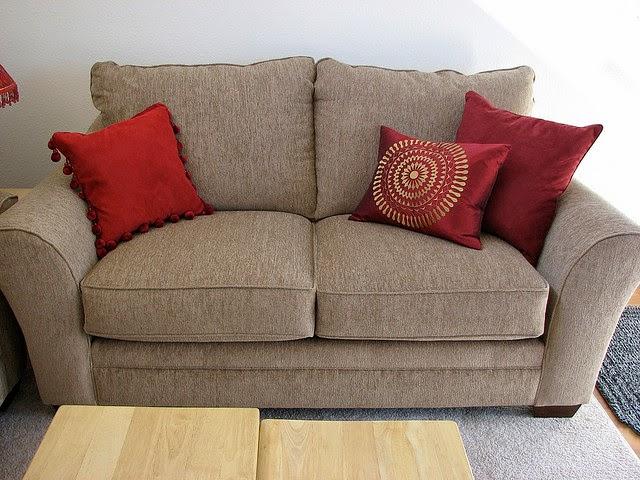 landhaus blog sofakissen im landhausstil kombinieren bilder und ideen. Black Bedroom Furniture Sets. Home Design Ideas