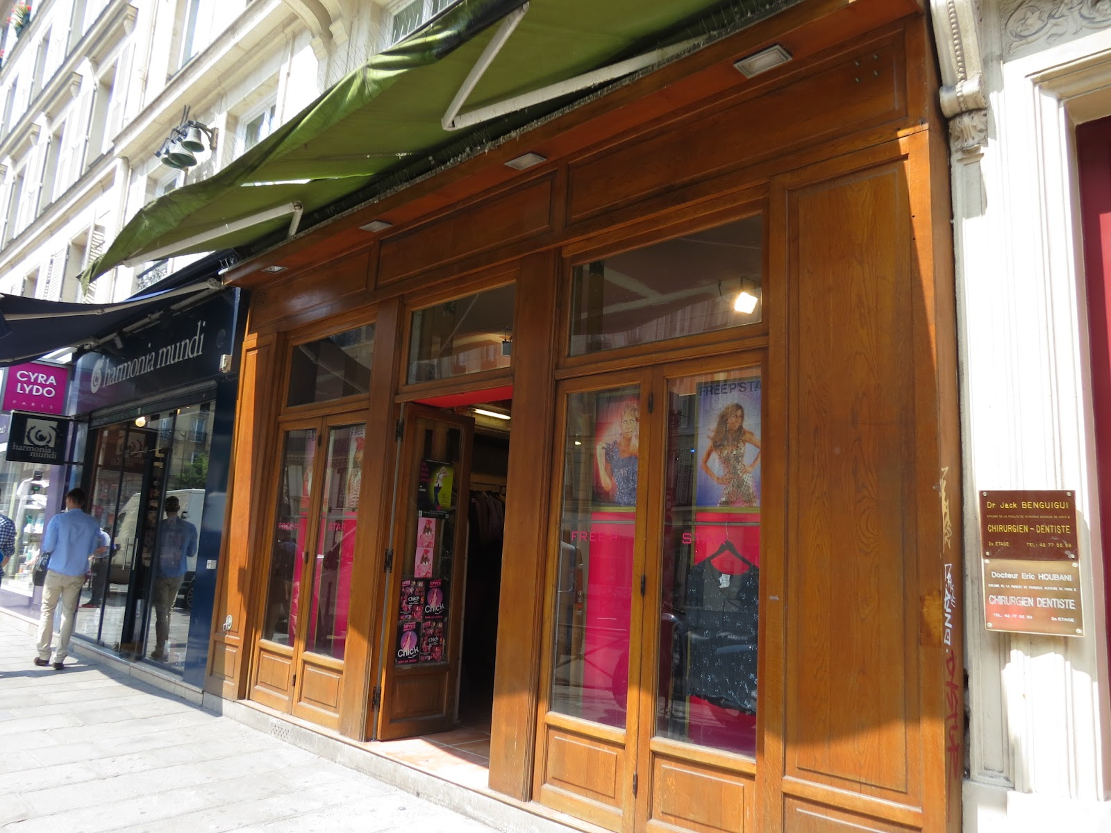 ea49afa88d6 Free P Star - Brechó em Paris