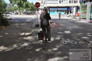 Veloroute 8, Adenauerallee - Führung über Parkplätze