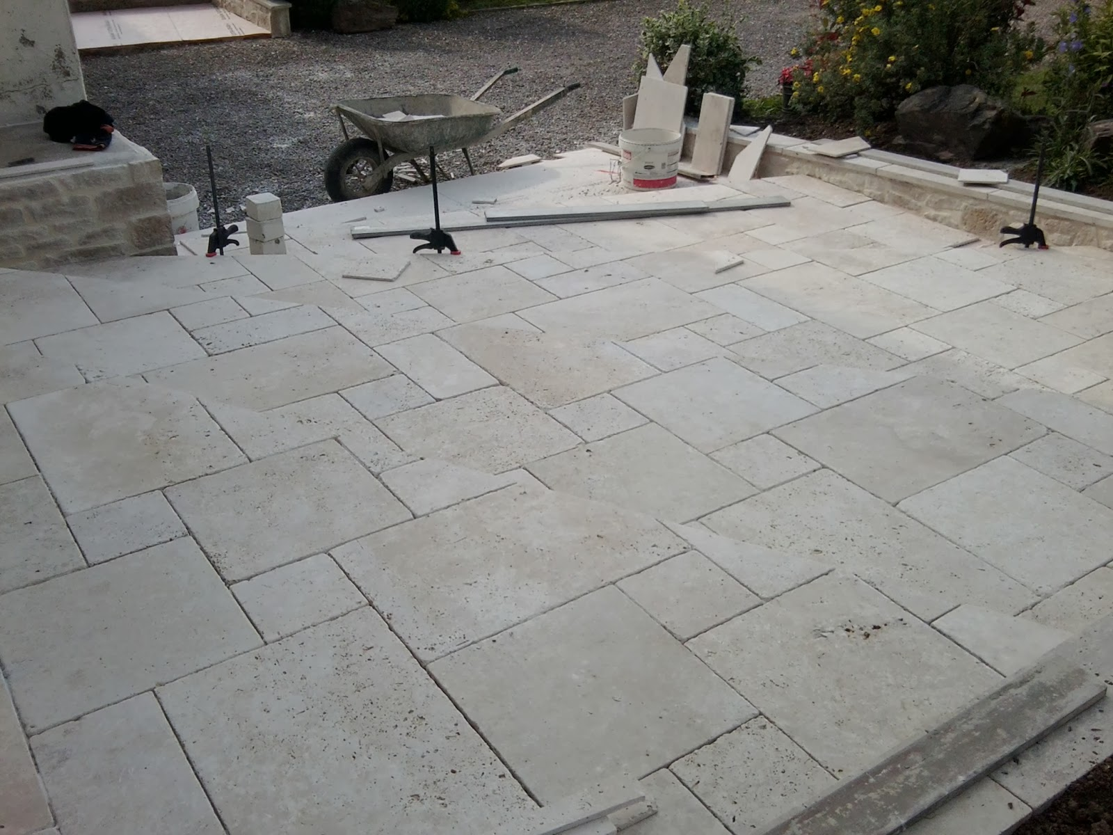 Pose carrelage et parquet 79 travaux de terrasses ext rieures for Carrelage exterieur travertin