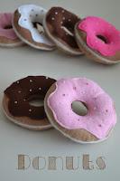 http://klitzekleinchen.blogspot.de/2015/08/donuts-fur-den-kaufladen.html