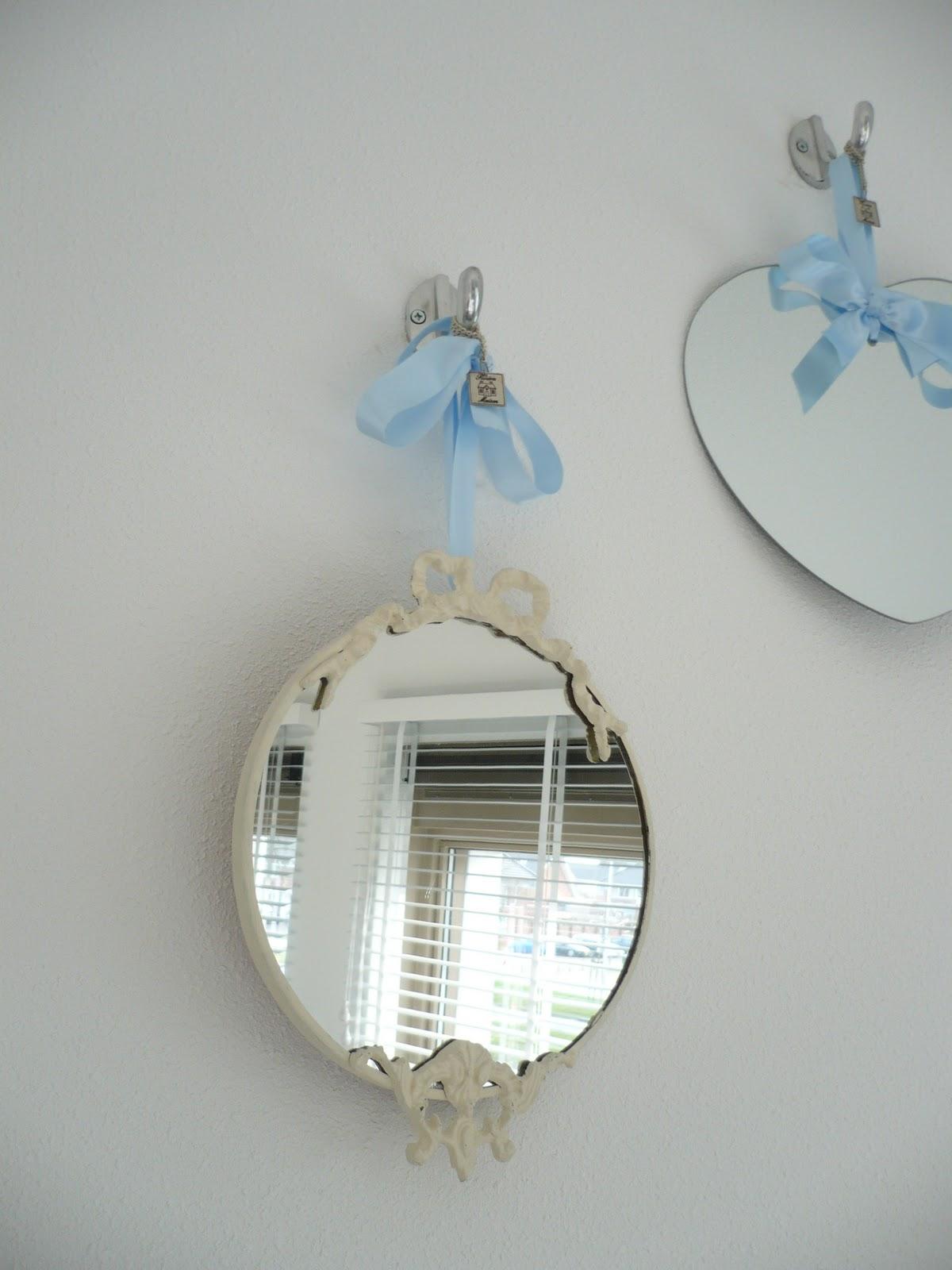 Het brocante schelpenhuisje spiegeltje spiegeltje aan de for Spiegel boven bed