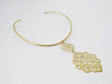 (366) Collar bronce, calado a mano