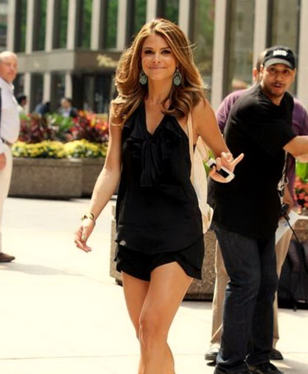 MARIA MENOUNOS waves to cameras as she Leaves Sirius Satellite Radio studios