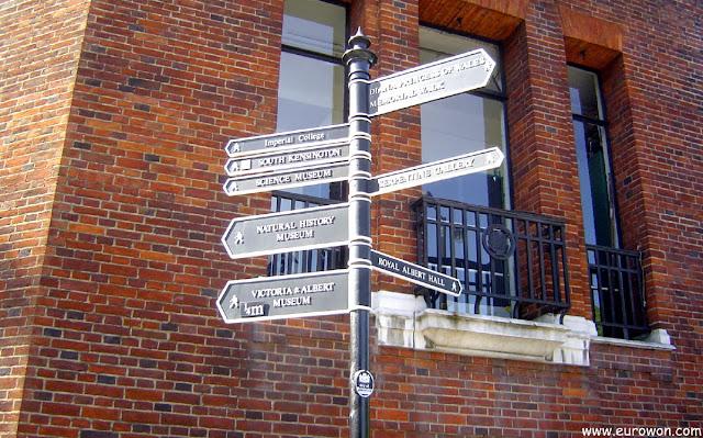Señal indicando atracciones turísticas de Londres