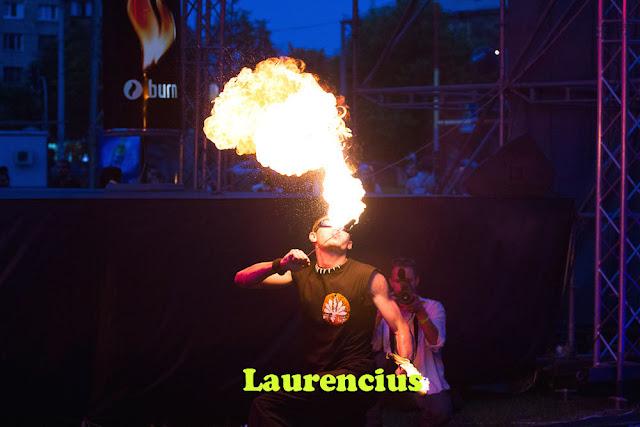 Manusia-Api-Pria-di-Festival-Internasional-2012-Ukraina_2