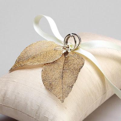 porta anillos cojín con hojas