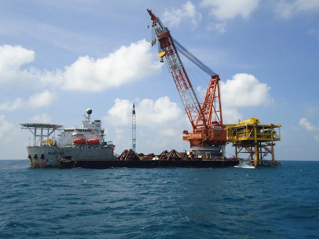 Kệ tay đỡ cho ngành dầu khí