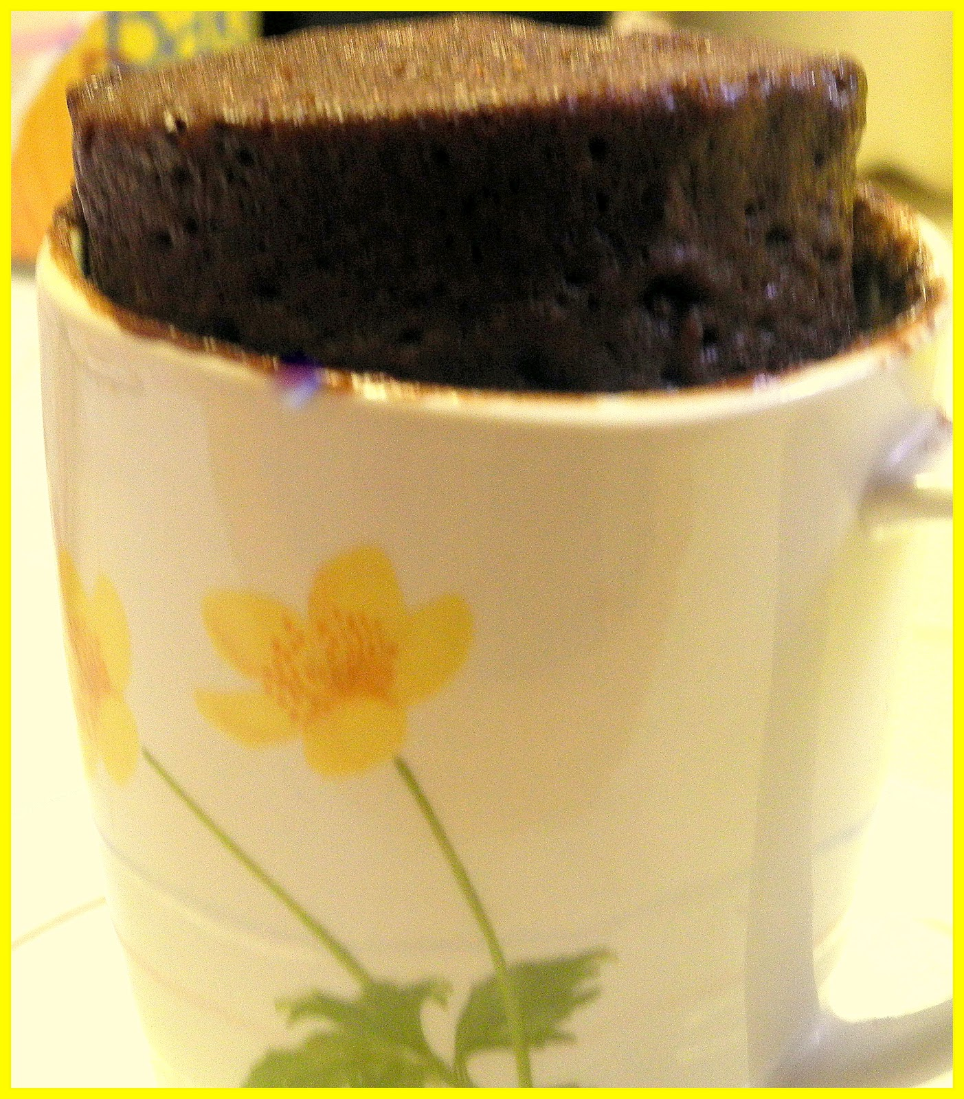 BIZZY BAKES: Microwave Chocolate Cake in a Mug