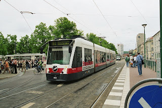 Potsdam: Straßenbahn am Potsdamer Stadtschloß Sanierung der Tramtrasse verzögert sich , aus PNN