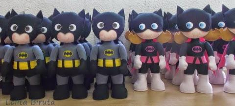 Boneca Batgirl e boneco Batman em feltro com 25 cm de altura