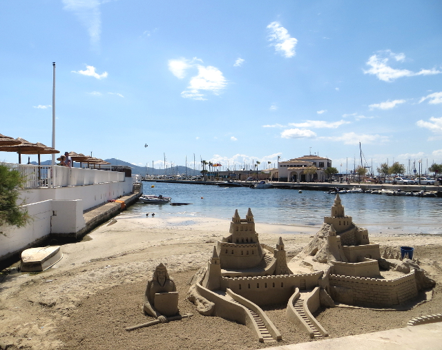 Sandcastle hiekkalinna Port de Pollença Mallorca