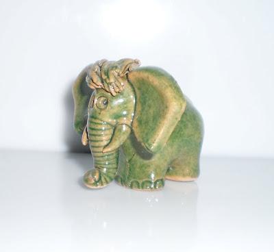 Zöld agyag elefánt