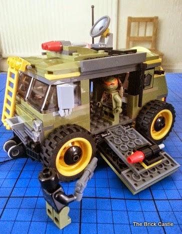 LEGO TMNT Turtle Van Takedown Set 79115 Review scene