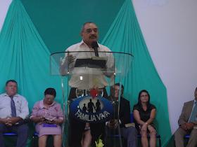 Ministrando a Palavra de Deus na IEC Família Viva em 09/11/2013