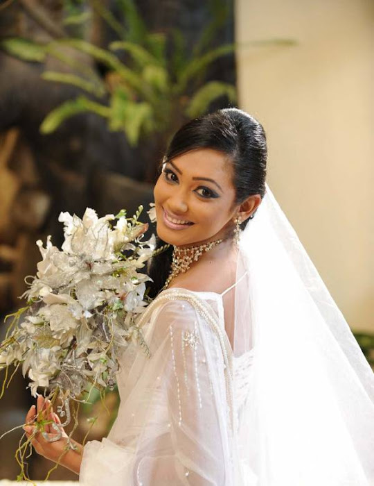 yureni noshika in sri lankan country bridal dress hot photoshoot