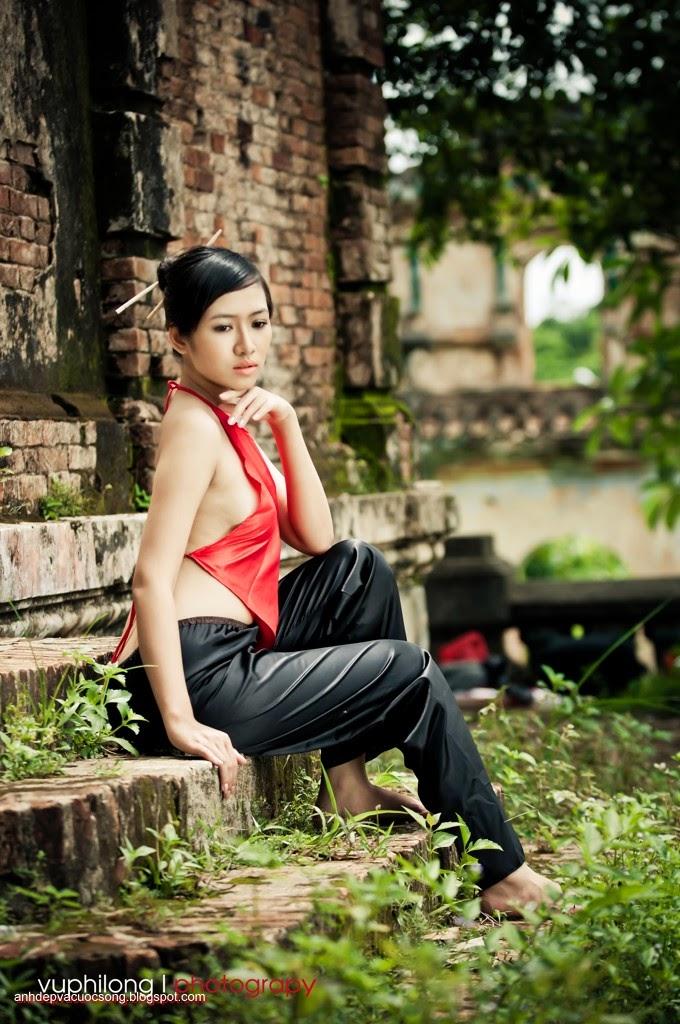 Thiếu nữ duyên dáng với áo yếm xưa 14