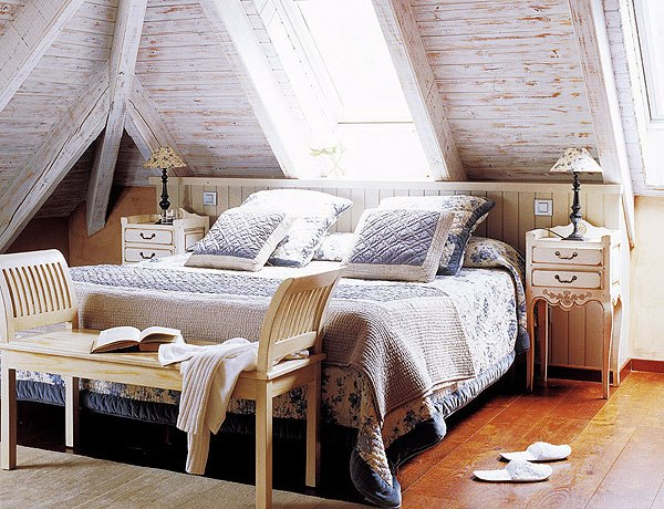 Bedroom attic ideas home decorating ideas for Attic room decoration