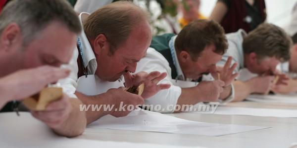 SEBAHAGIAN peserta yang mengambil bahagian dalam acara tersebut.